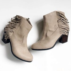 NEW SAM & LIBBY Fringe Western Booties Boots Taupe